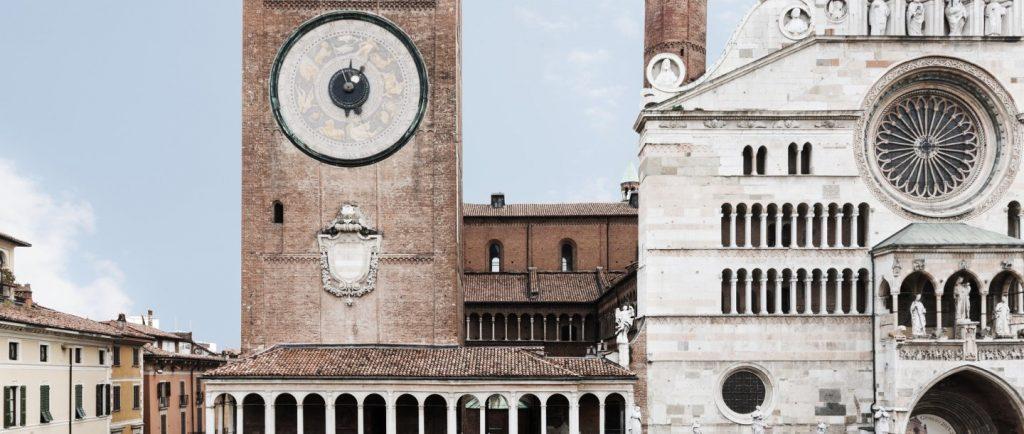 l'imponente orologio astronomico, simbolo della città di cremona